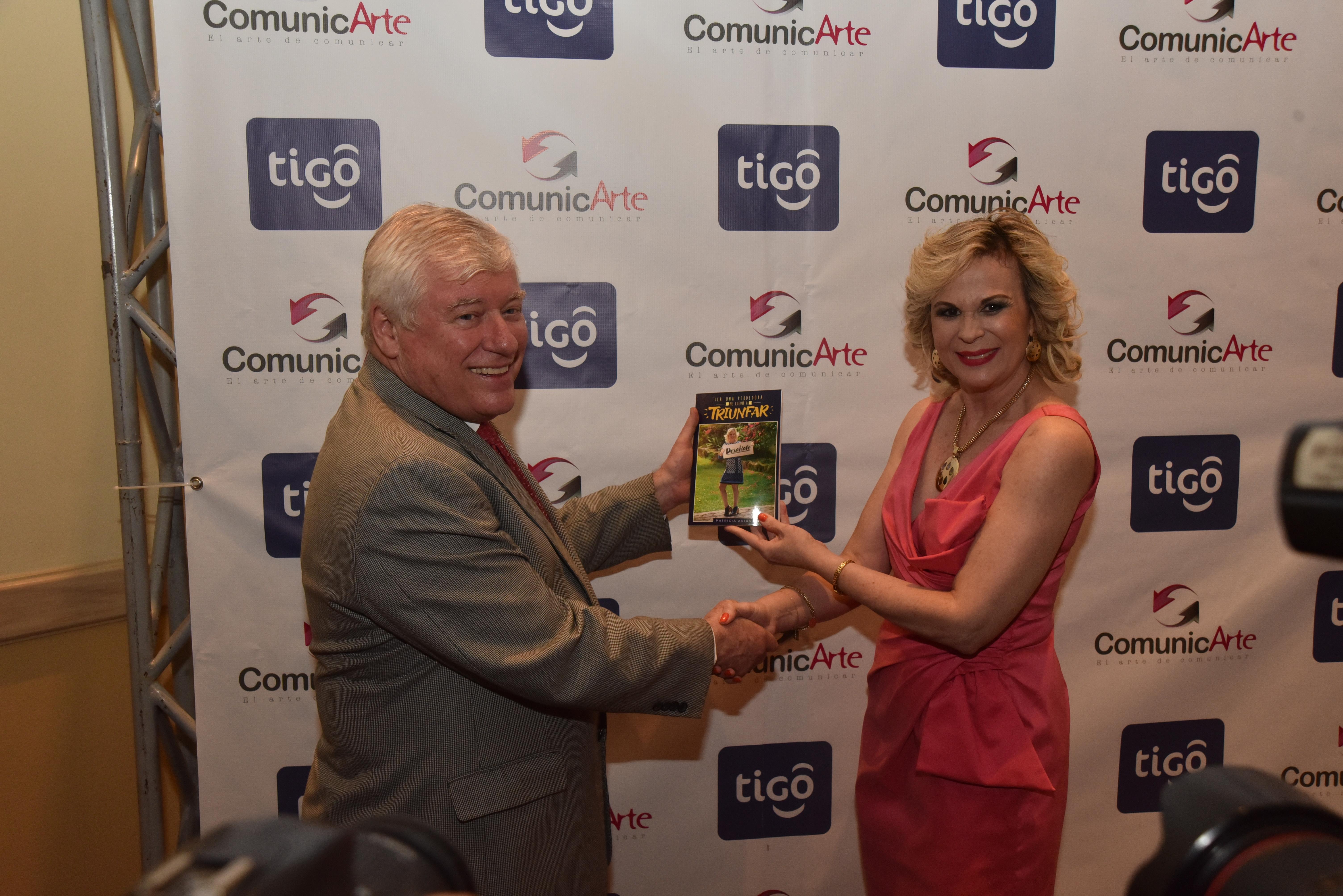 Escritoria Patricia Arias presenta libro