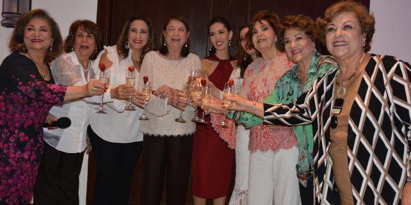 Suyapa Fuschich, Miriam Segebre, Fanny Hawit, Judith Vitanza, Sofía Barletta, Jenny Vitanza, Ana Hawit y  Martha  Garza junto a  Jeanette Mahchi