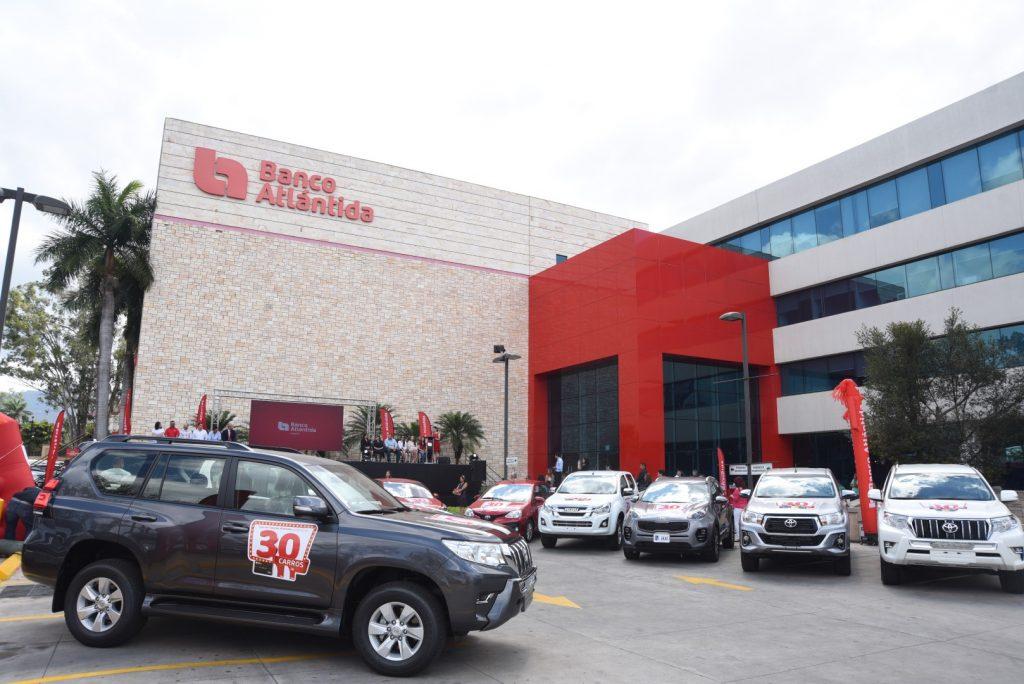 """Banco Atlántida realizó la entrega de los últimos 10 carros de la promoción """"30 carros con Atlántida"""""""