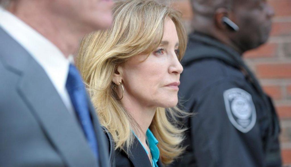 Felicity Huffman se declara culpable de soborno universitario
