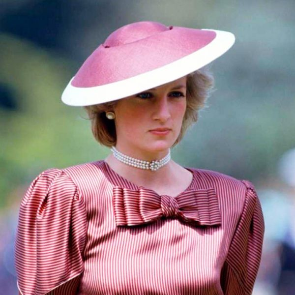 10 looks inspirados en la princesa Diana que han regresado a ser tendencia