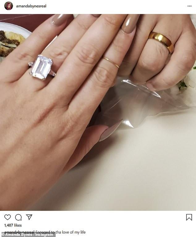 Amanda Bynes muestra a su prometido en las redes sociales