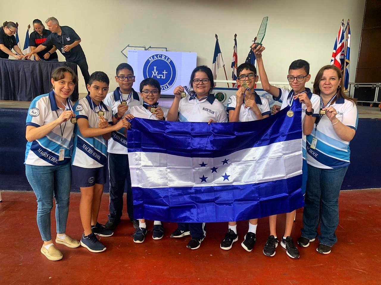 Club de Matemáticas de Macris se destaca en competencia centroamericana de escuelas bilingües