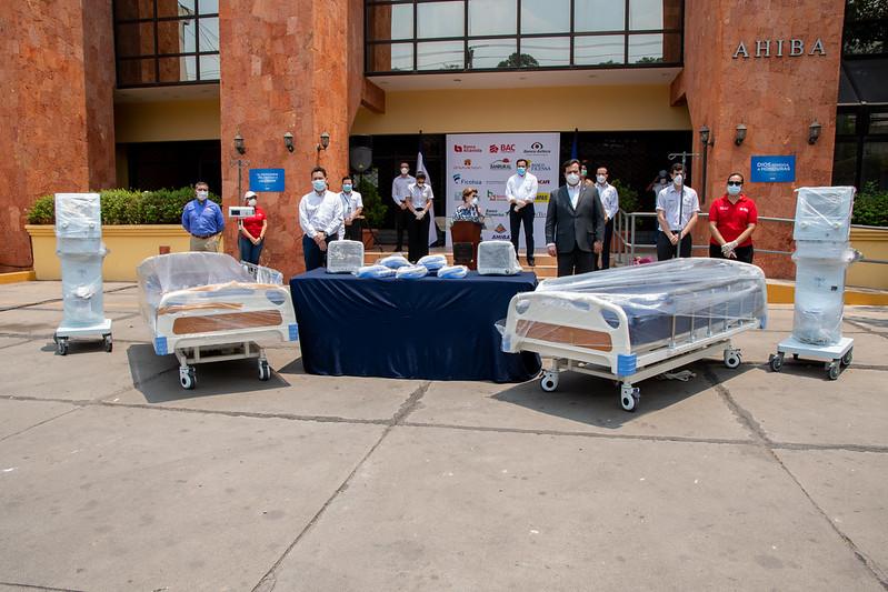 Banco Atlántida y AHIBA realizan importante donativo al sector Salud