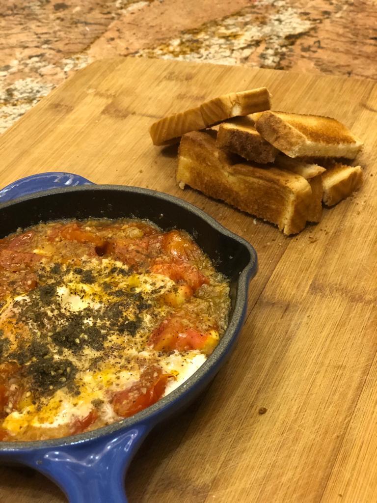 French Toast Casserole y Huevos Zaatar con Nabila Facusse