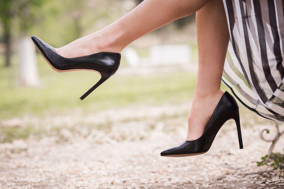 8 zapatos esenciales que toda mujer debe tener en su armario
