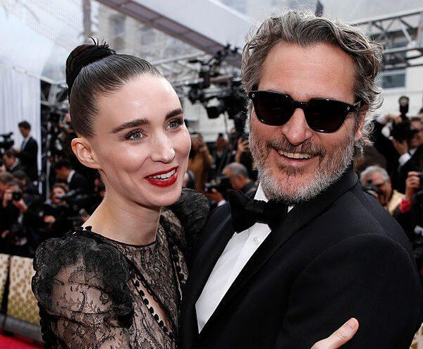Joaquin Phoenix y Rooney Mara reciben a su primer hijo