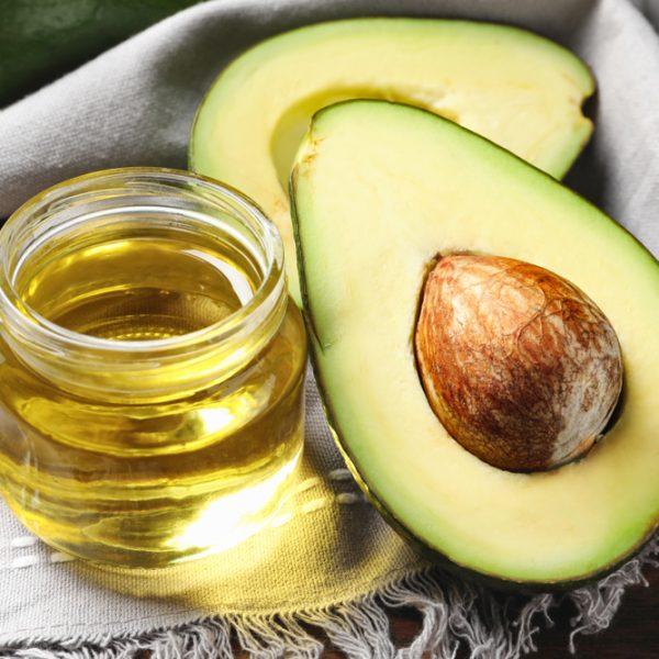 Todas las razones para incluir el aceite de aguacate en tu rutina de belleza