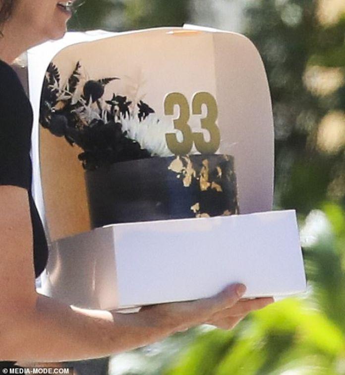 Zac Efron celebrá su cumpleaños juntos su novia Vanessa Valladares y rodeado de celebridades