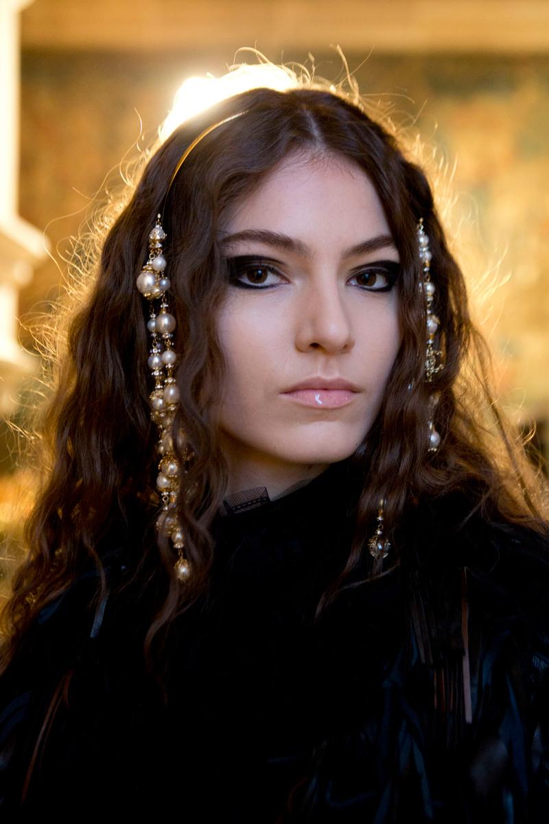 Todo Sobre el Chanel Métiers D'Art Show y su inspiración en mujeres poderosas del renacimiento