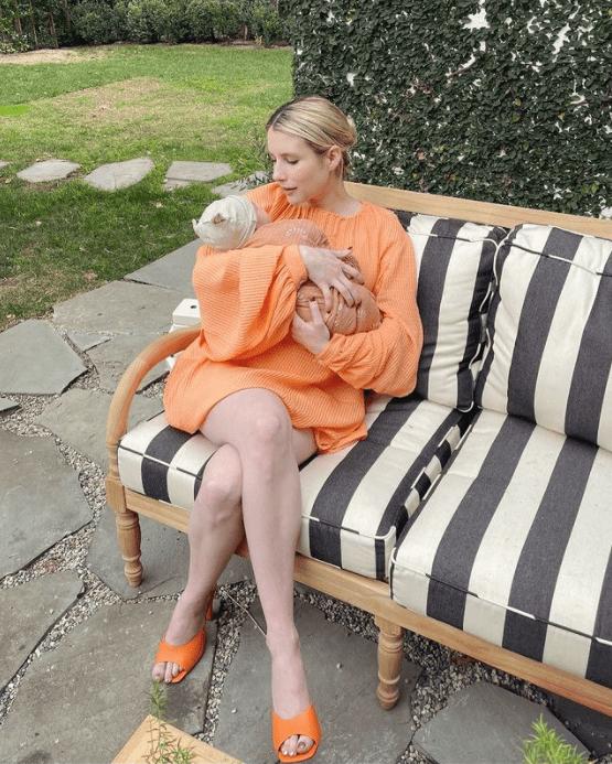 Emma Roberts comparte la primera foto de su bebé