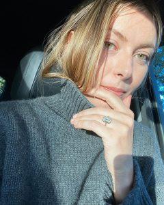 ¡El amor está en el aire! Las celebridades celebran sus compromisos mostrando los anillos de compromiso más bonitos, ¡y nos encanta cada segundo!