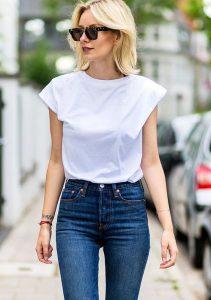 10 looks que prueban que las camisetas blancas también pueden ser chic