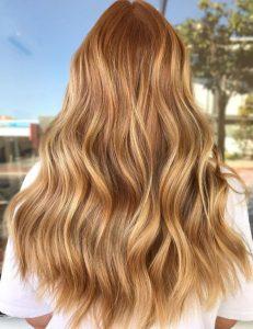 Reflejos caramelo para iluminar tu cabello