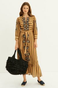 Vestidos bordados en tendencia ideales para mujeres de 40 años