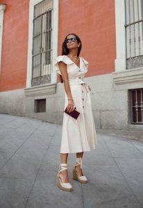 Looks con ropa blanca que favorecen y rejuvenecen