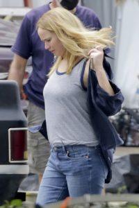 Fotos despiertan sospechas de embarazo de Jennifer Lawrence