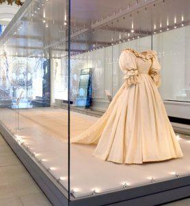 La exposición que mostrará de cerca el vestido de novia de la Princesa Diana