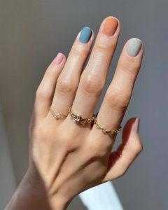 """""""Skittle Manicure"""" la nueva tendencia en uñas"""