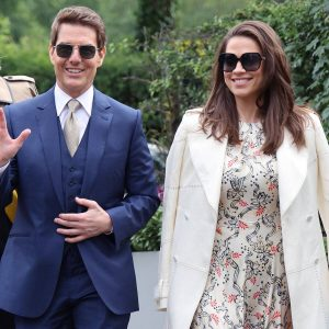 La bella acompañante de Tom Cruise