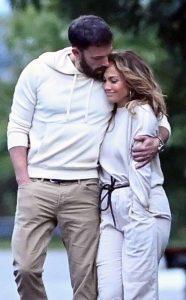 Jennifer Lopez habla sobre lo feliz que está mientras sigue el romance con Ben Affleck
