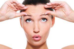 Ejercicios de yoga facial para contornear tu cara naturalmente