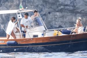 Fotos del esposo de la princesa Eugenia con tres modelos en un yate se vuelven virales