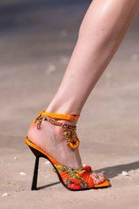 Tacones tipo sandalia que están en tendencia