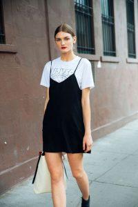 Camisetas en tendencia para crear looks casuales y divertidos